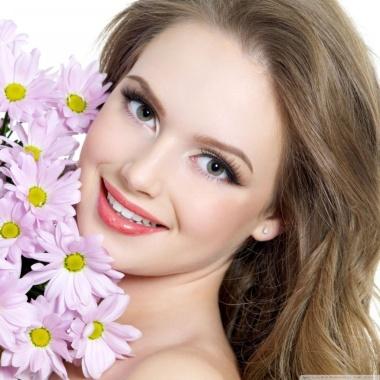 smiling_beautiful_girl-wallpaper-1024x1024