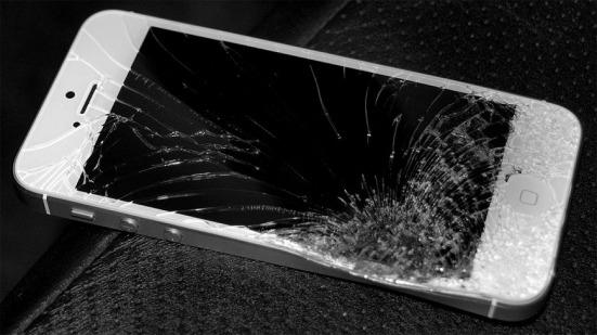 iphone-5-ecran-spart-incasabil.jpg